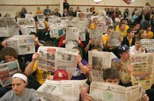 students_holding_up_newspapers_w640